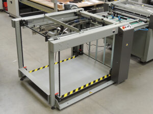 Automatic stacker (stacking onto pallet)